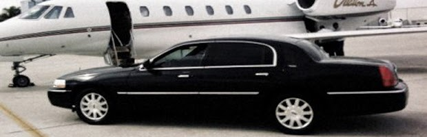corporate-limousine-at-private-airport-in-chicago-473x292
