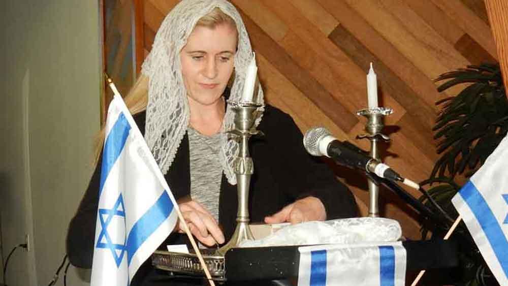 Adat Yeshua Messianic Jewish Congregation Candles lighting Shabbat service