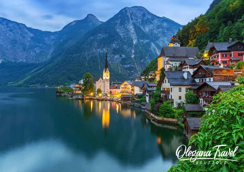 austria-Hallstatt-village-in-Alps
