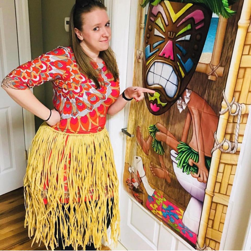 Image of Anna, owner of Olegana Travel Boutique, at a Hawaiian Party