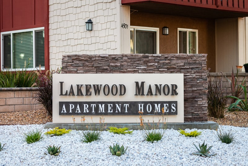 Lakewood Manor Sign with landscaping