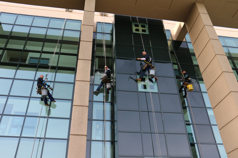 Commercial High Rise Window cleaners