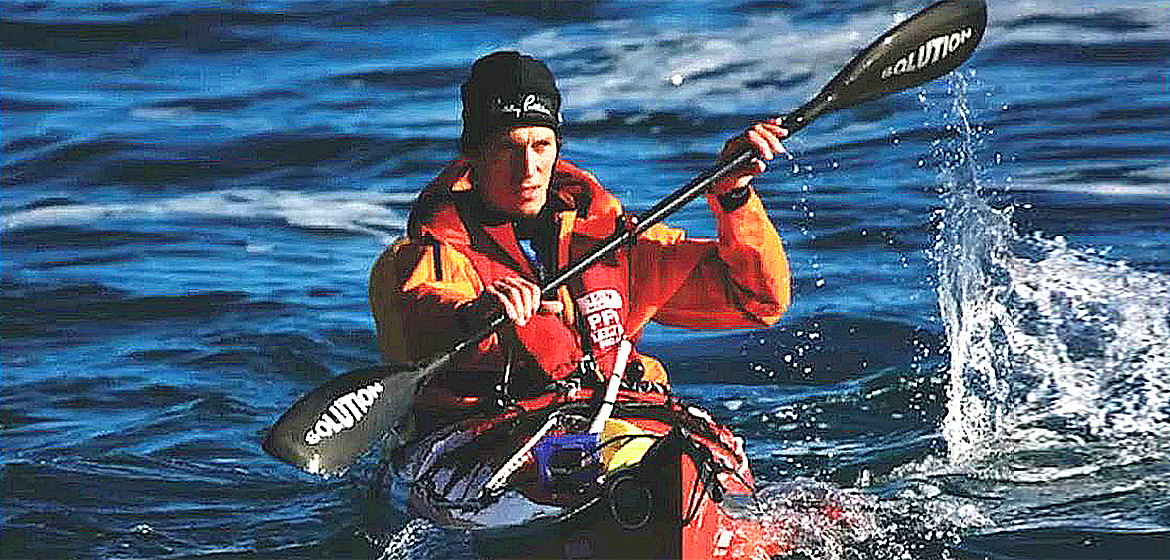 Andrew McAuley disappears on sea kayak trip.