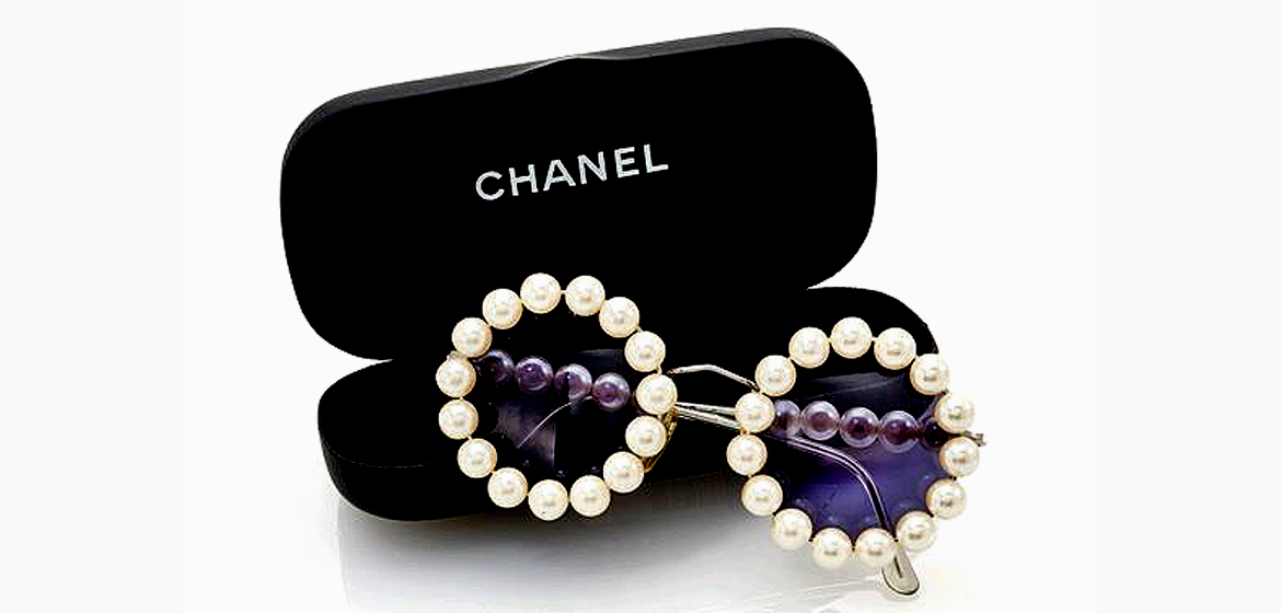 Chanel wardrobe goes to auction.