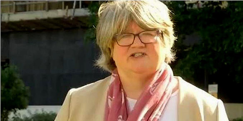 Thérèse Coffey blames scientists.