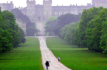 Storm Ellen to bring high speed winds of about 70 mph. People walk in the rain at Windsor Castle, Berkshire, this morning. Heavy rain and strong winds are expected in the south and west of the UK. Image Credit: Alamy, for The Times, 2020.