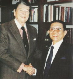 Fukataro Takahashi (Founder of Hikari Japan) being congratulated by President Reagan in 1989 for being voted one of the top businessmen in Japan.