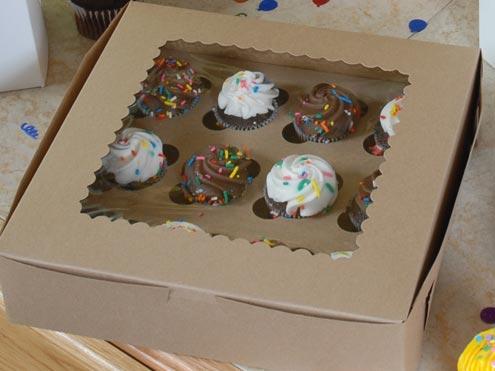Windowed bakery cupcake boxes