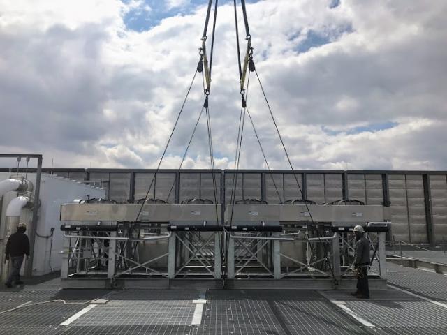 crane_setting_down_rooftop_units_telx_digital_realty_HVAC_nj_Crane