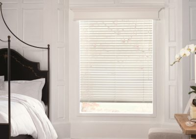 parkland-wood-blind-with-cornice