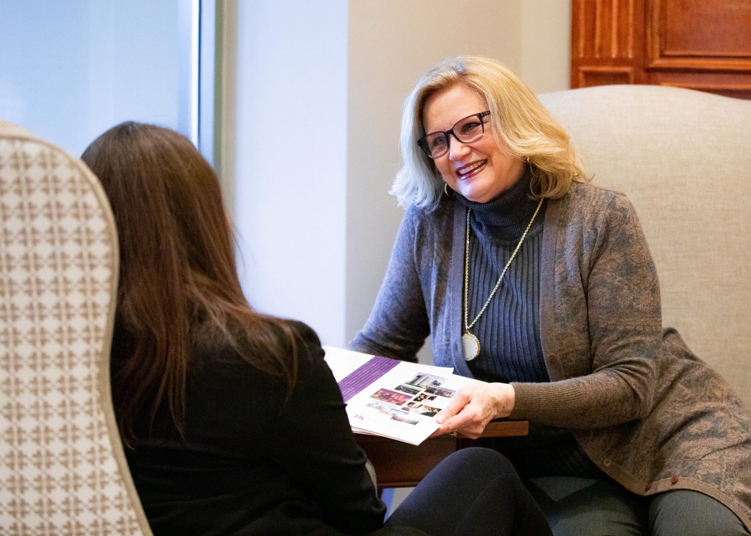 Anne Leets coaching a client