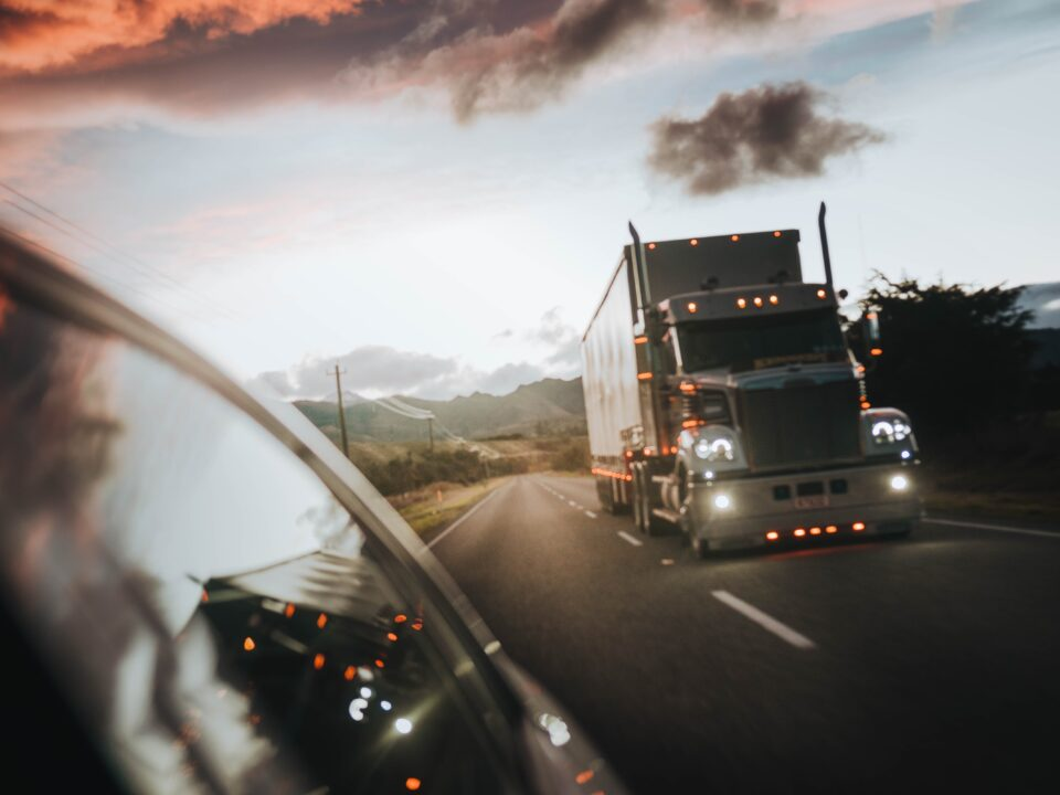 personal-injury-lawyers-semi-truck-accident