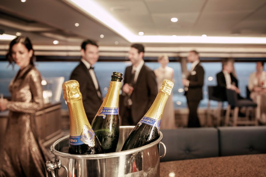 silversea-luxury-cruises-silver-muse-tors-observation-lounge-champagne – Copy