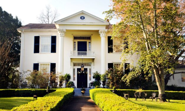 Architecture and History Near The Tombigbee River In Columbus, MS
