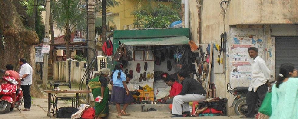 Bangalore Street Life Part 2: Entrepreneurs, Sleeping Beauties & Men Who Pee