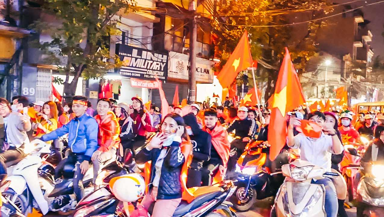 [Vlog] Vietnam Wins Semi Final 2018 AFC U23 Match (Live in Hanoi)