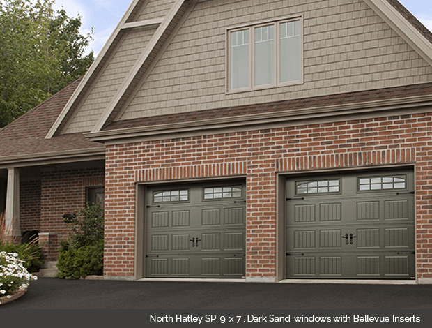 North Hatley Garaga garage door in Dark Sand with Bellevue window inserts