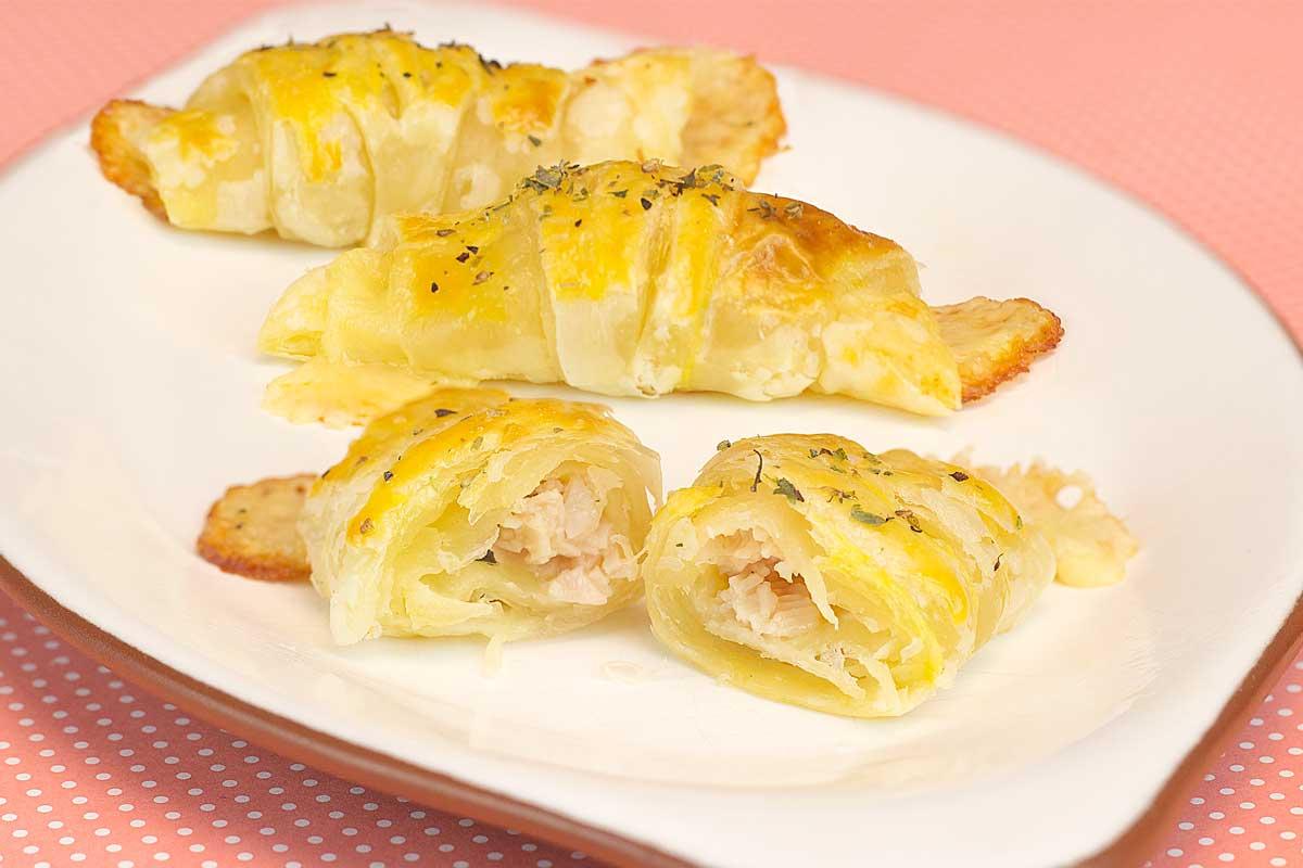folhadinho de peito de peru e queijo