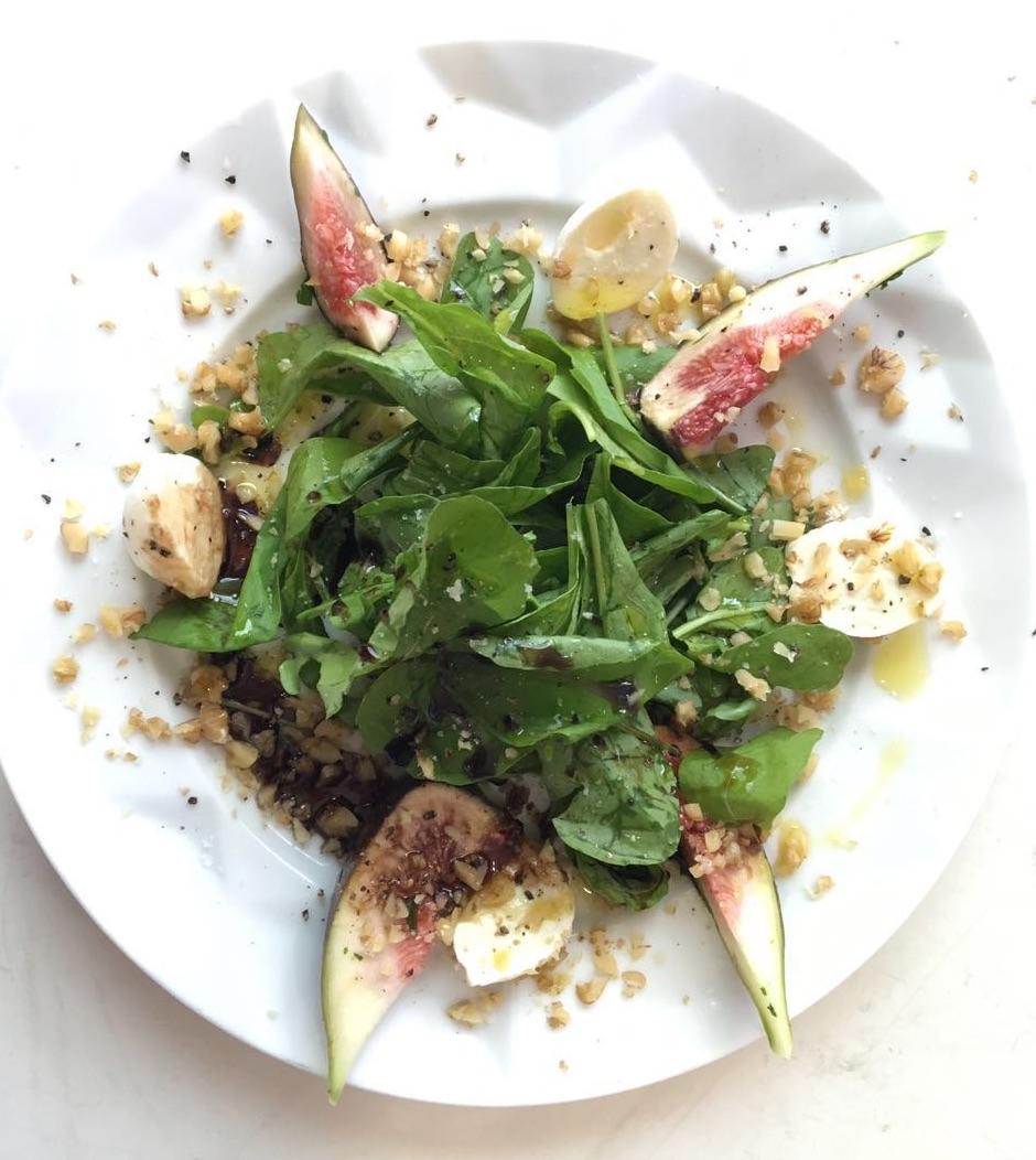 salada com redução de aceto balsâmico