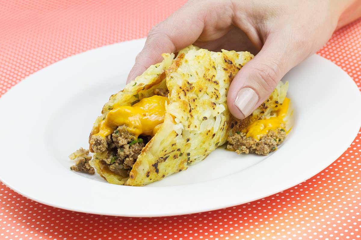 Taco de Batata Rosti com Carne e Cheddar