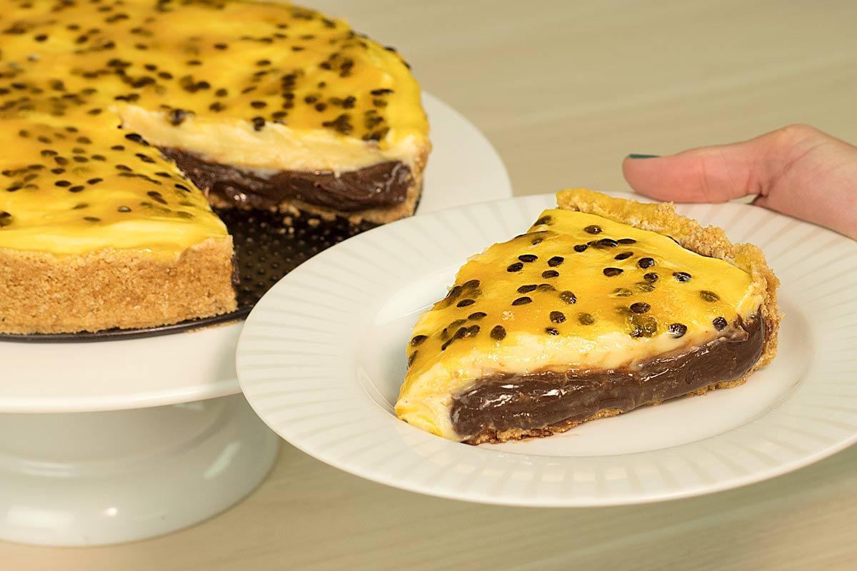 Torta de brigadeiro de chocolate com maracujá