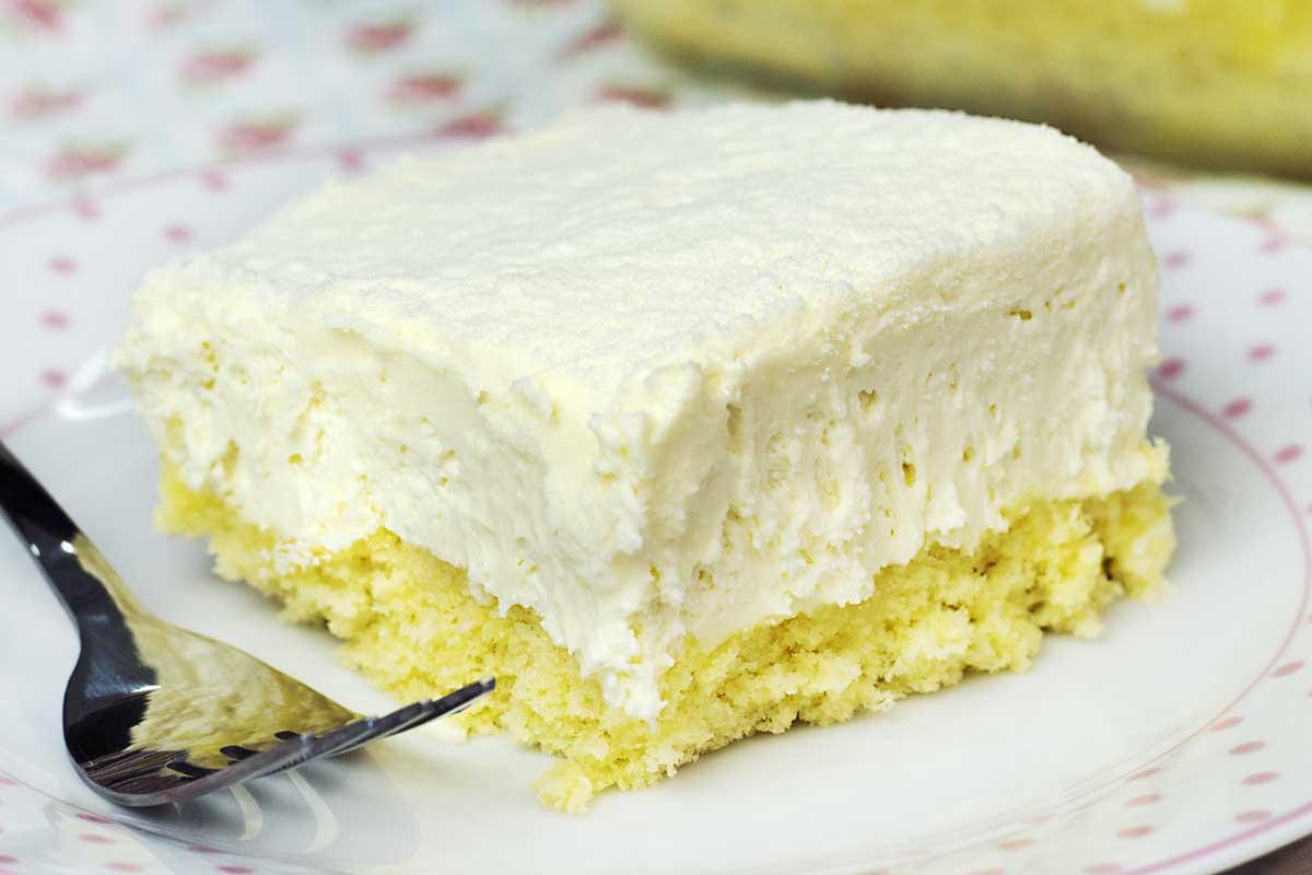 bolo gelado (tipo pão de ló) de micro-ondas com mousse e leite ninho