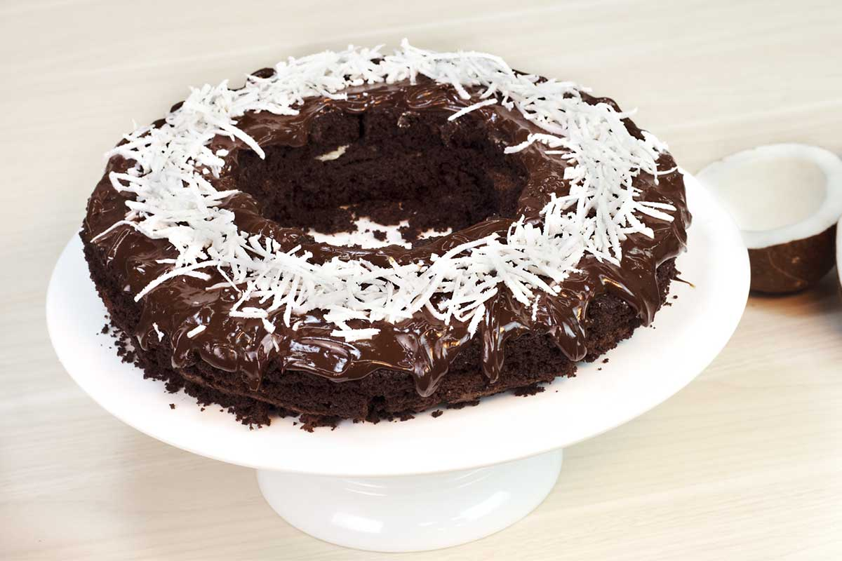 Bolo de chocolate de micro-ondas com beijinho
