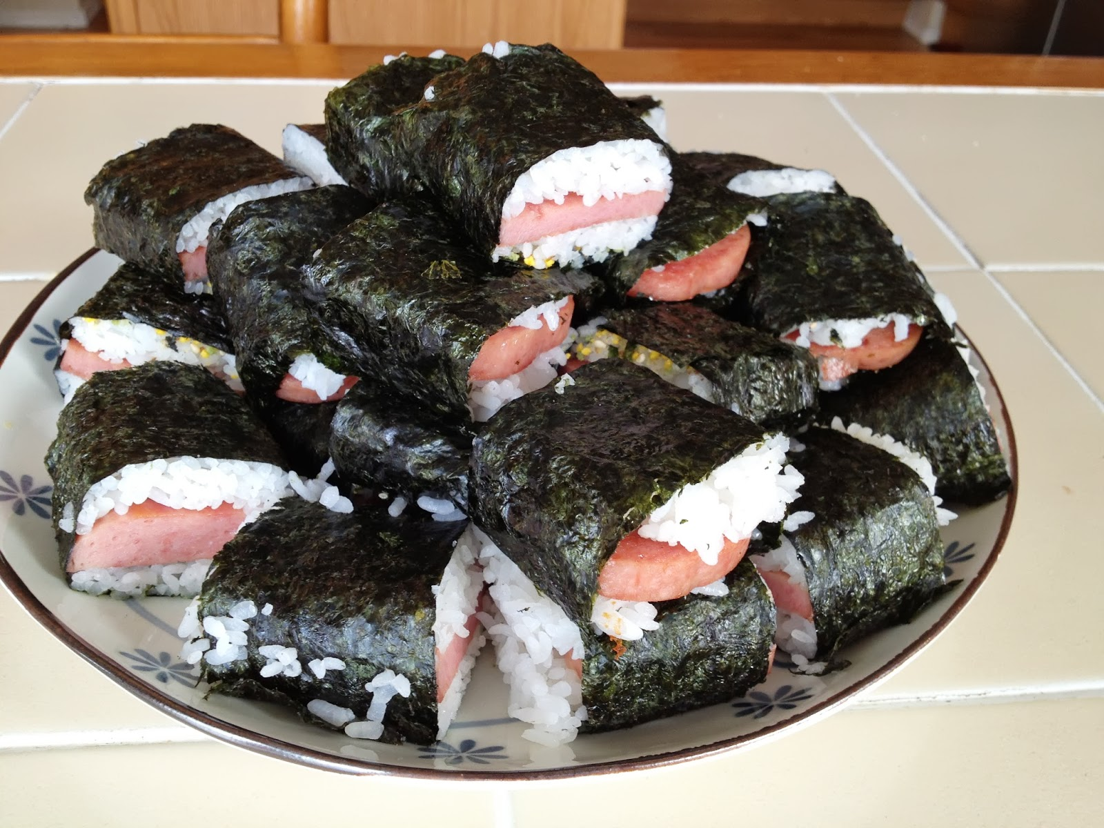 Using LEGOs as a Substitute Musubi Maker