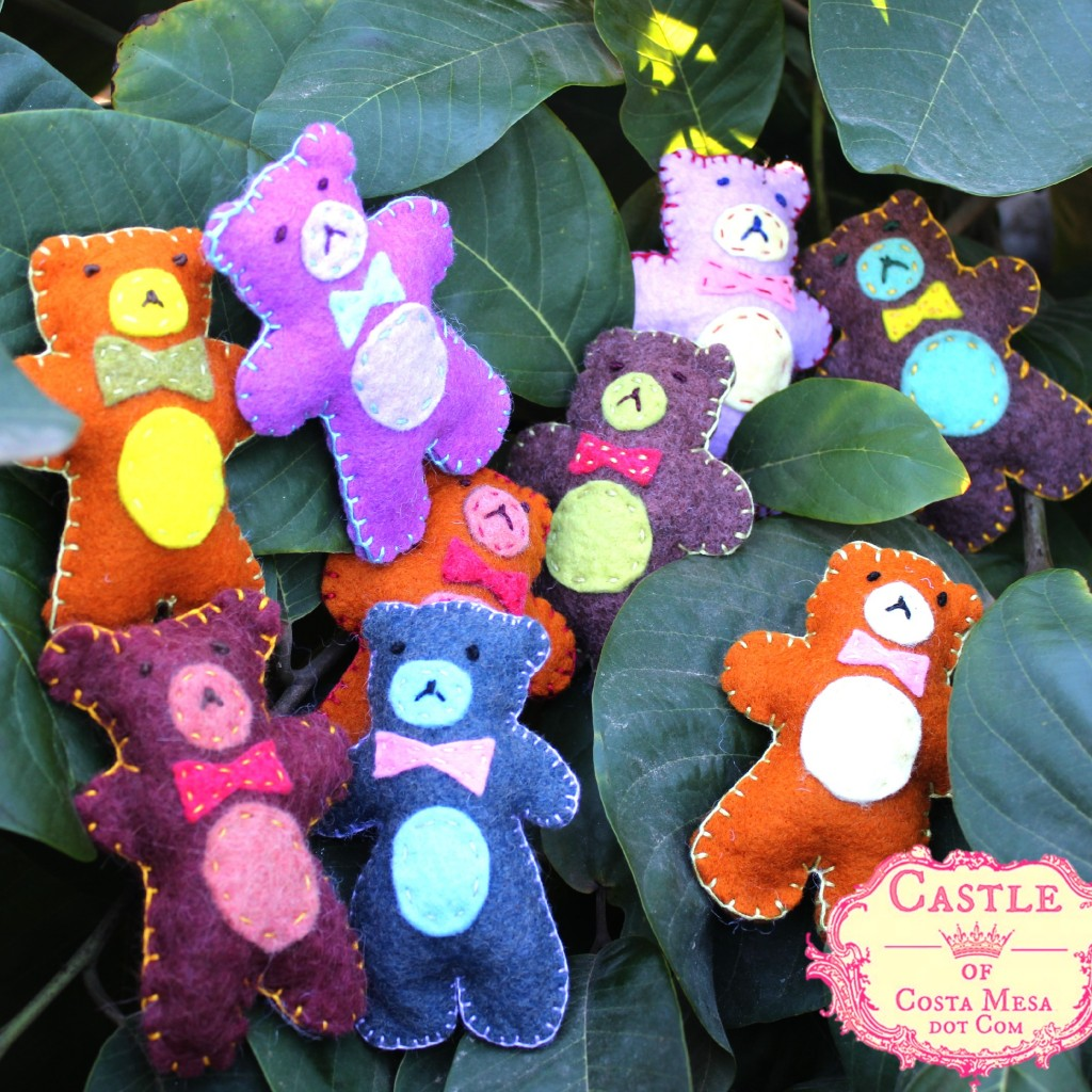 3976 151117 Yukiko handmade felt blanket stitched colorful teddy bears with bow ties