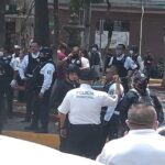 Policía retira a tianguistas de Tlalnepantla