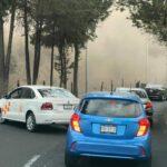 Camión de construcción de vuelca y tira cascajo a carretera de Atizapán de Zaragoza