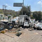 Choca camión de carga en Atizapán de Zaragoza