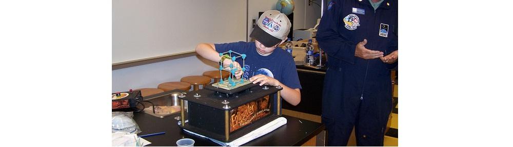 Student using Earthquake machine.