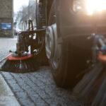 #lan# Aktion saubere Stadt Annaberg. Im Bild: Einsatz Kehrmaschine auf der großen Kirchgasse.