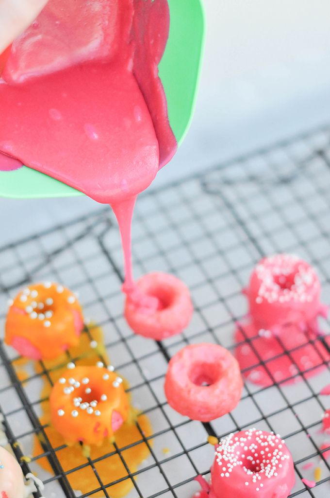 Taste It \ Pink Strawberry Mini Donuts