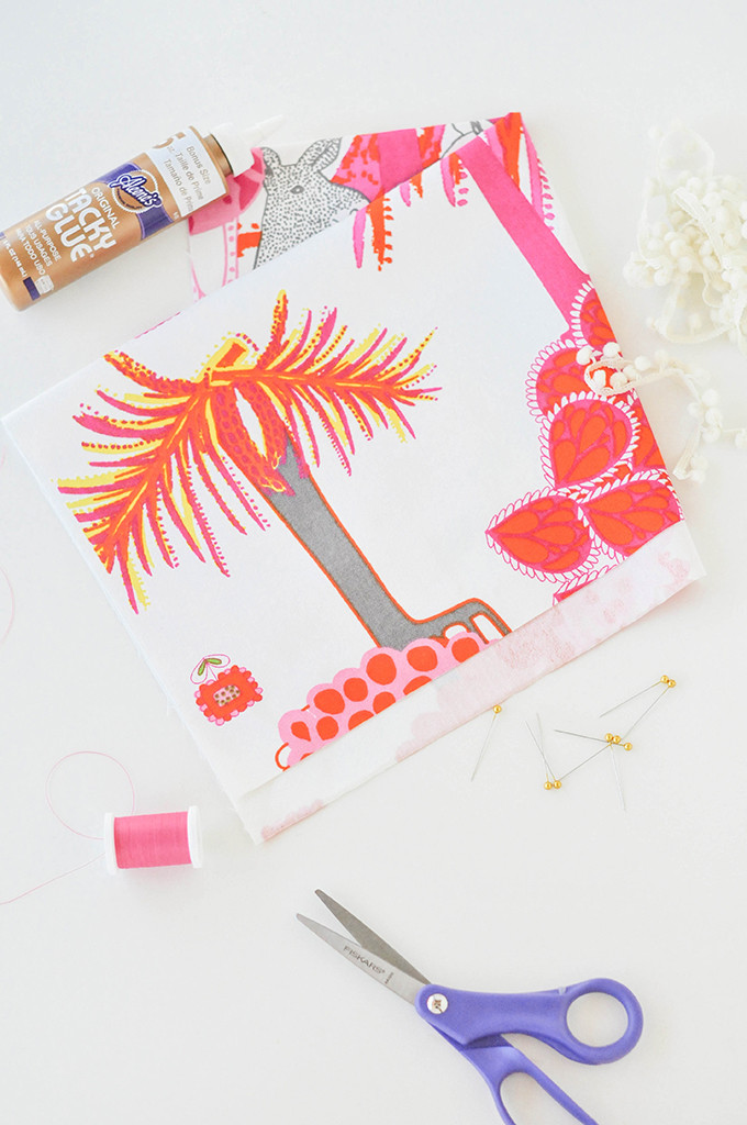 DIY Pom Pom Dinner Napkins