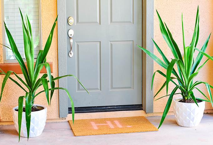 DIY Typography Doormat | www.theproperblog.com