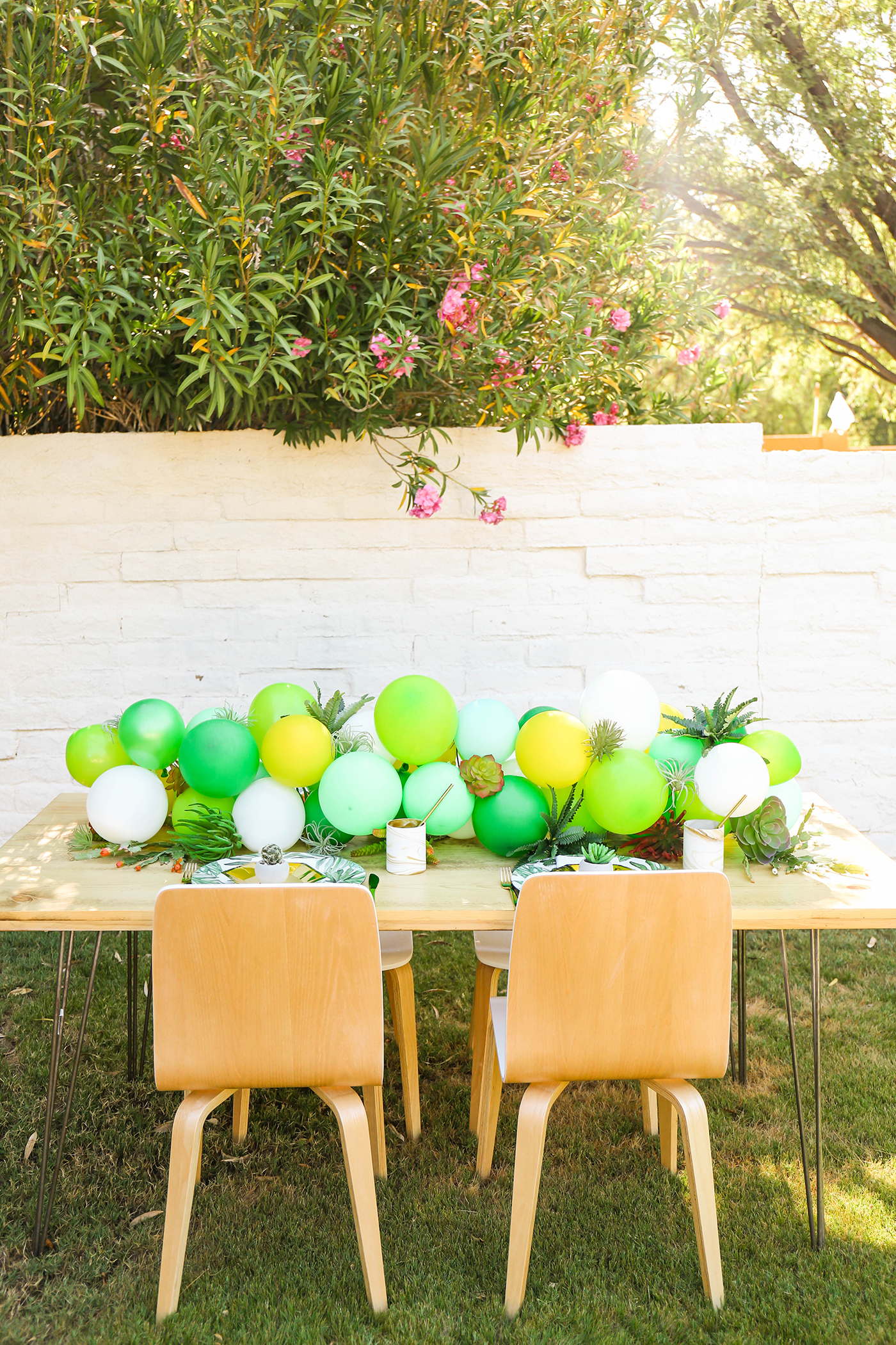 Makeit Diy Desert Themed Balloon Table Runner With Faux Greenery