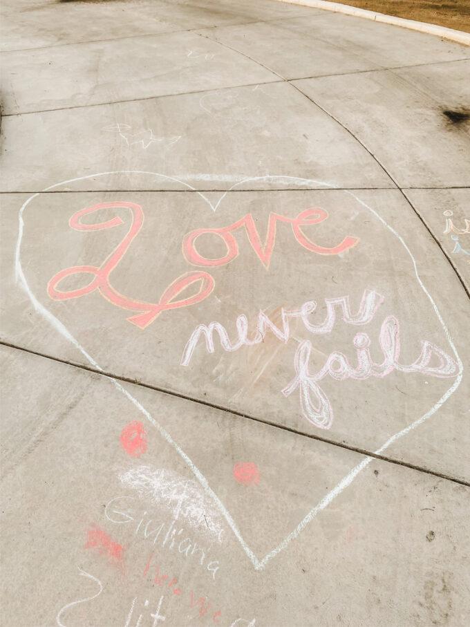 sidewalk chalk scavenger hunt
