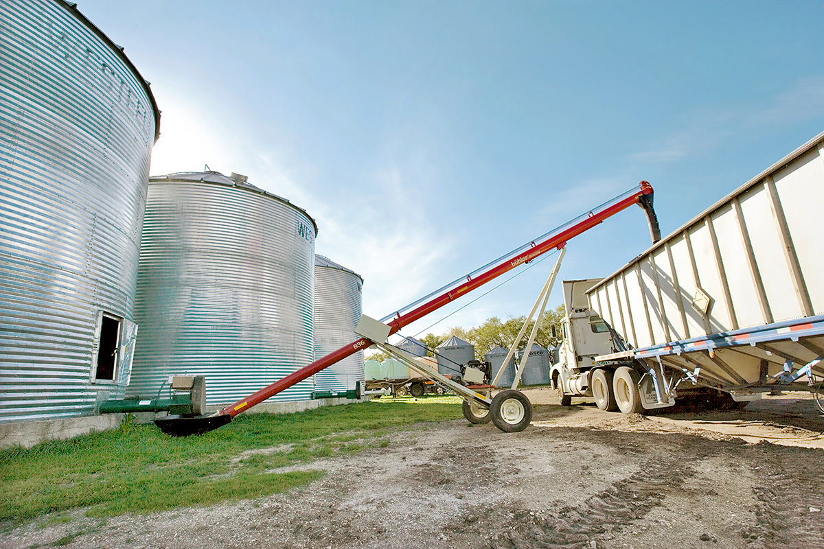 Conventional Auger, Idaho, Farm King, Shenk Livestock