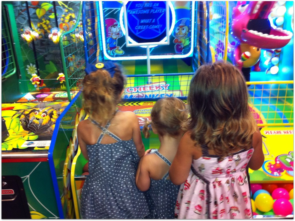 Chuck E Cheese - Sophia andd Bella game