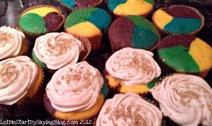 Mardi Gras cupcakes recipe King Cake frosting | Easy king cake recipe for mardi gras color cupcakes by @letmestart