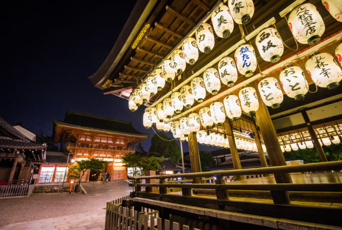 Yasaka Shrine, Gion Shrine, Kyoto, Japan, Traveling with kids, family travel, diapersonaplane, Diapers On A Plane