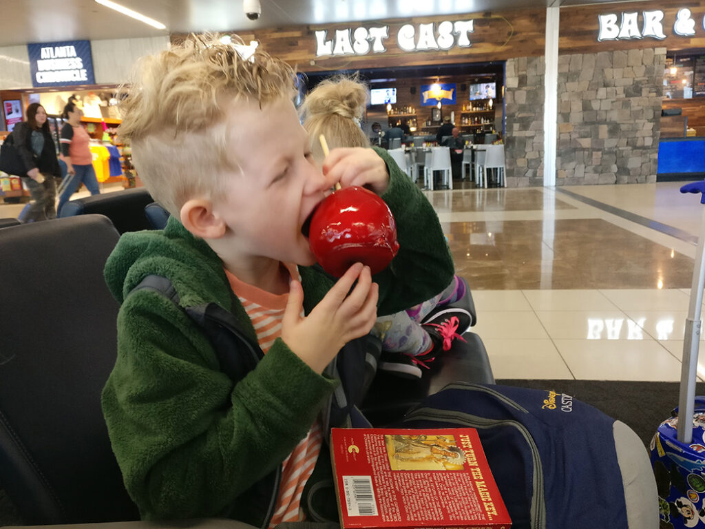 Candy Apples in Atlanta, ATL, family travel, diapers on a plane, traveling with kids, sweet treats in Atlanta