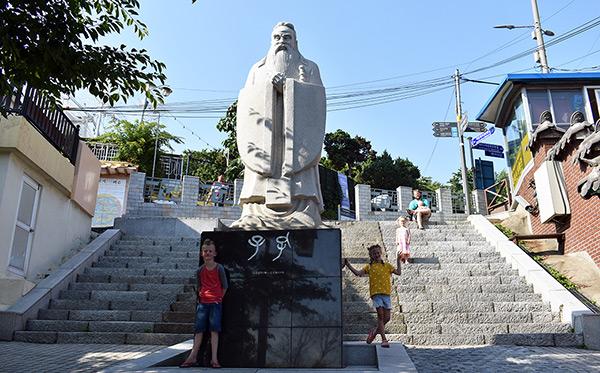 Confucius Statue in Korean Chinatown