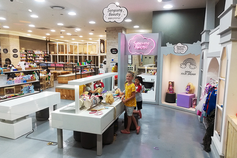 Korea with Kids Art Cafe