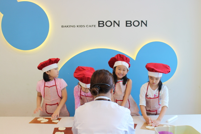 Korea with Kids Baking Cafe Bon Bon