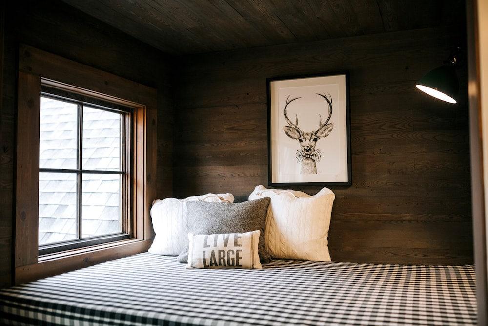 rustic- bedroom-wood-paneling