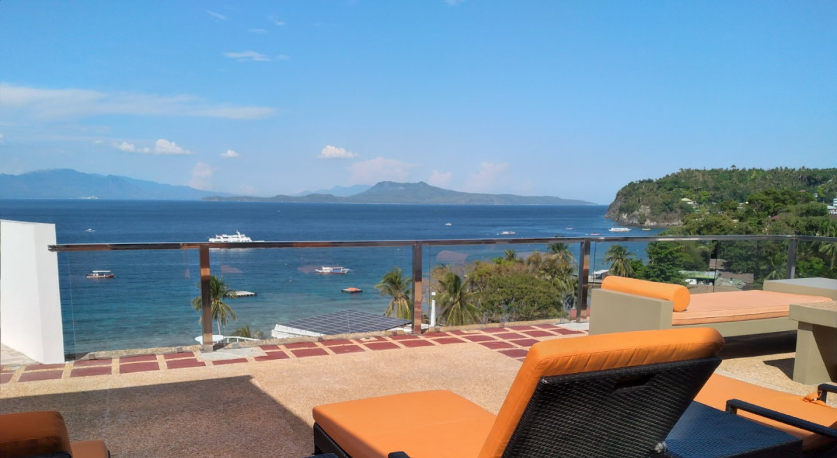 Lalaguna-Villas-Luxury-Dive-Resort-Spa- Pool 1