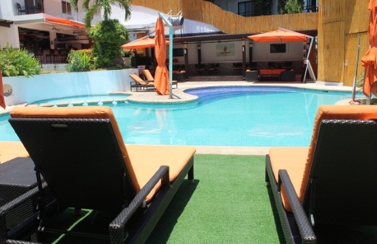 Lalaguna-Villas-Luxury-Dive-Resort-Spa-Pool